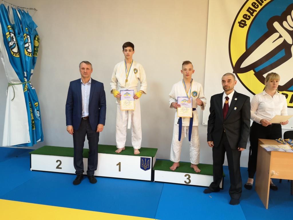 Valentin Vasil'evich nagradil pobeditelej na Chempionate oblasti po Rukopashnomu Boyu, 13.10.2019 god - arhan.club