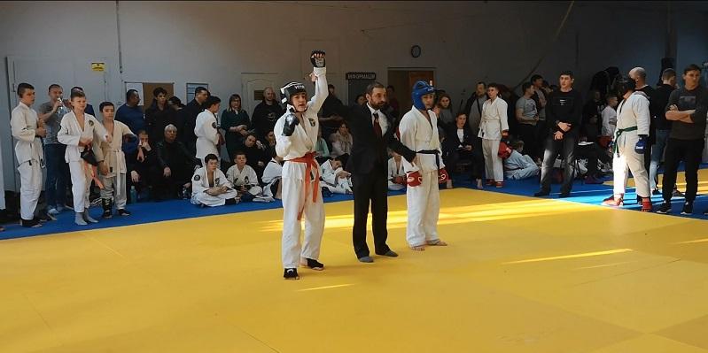 Даня одержал победу во втором бою
