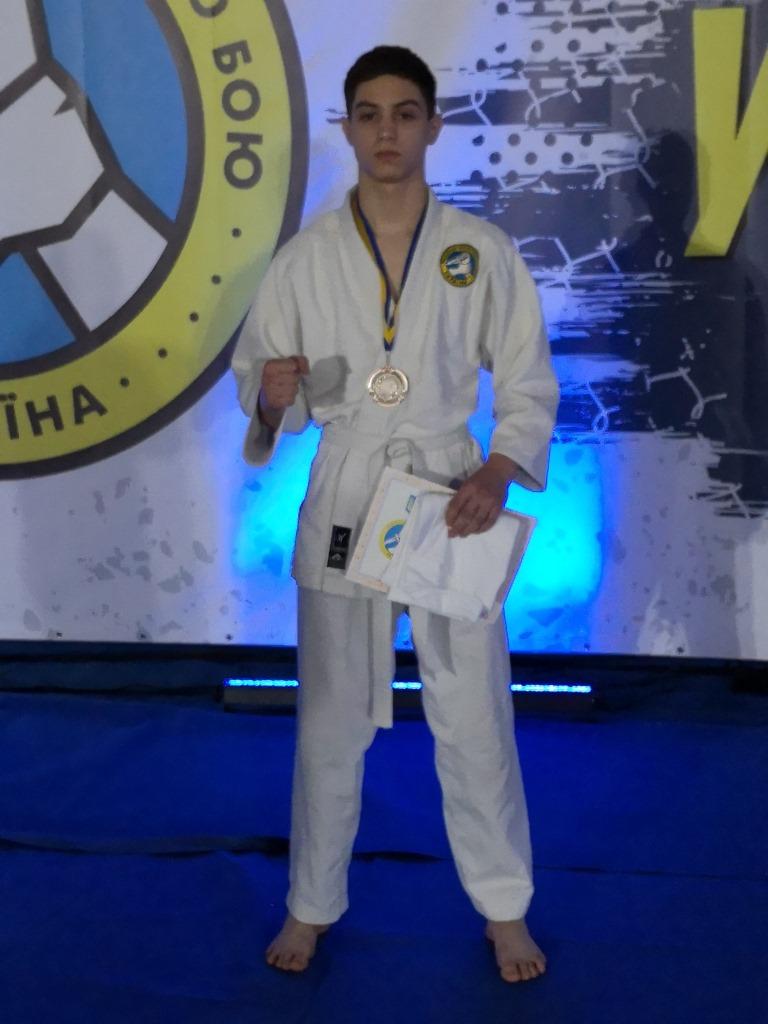 Денис Чёрный призёр Чемпионата Украины по рукопашному бою 2021 среди взрослых, является членом национальной сборной - https://arhan.club/